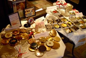 powder compacts at cookies vintage fair