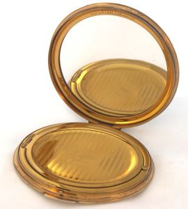 Vintage Stratton powder compact with self-opening lid