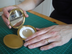 The new powder sifter ready for use in my compact