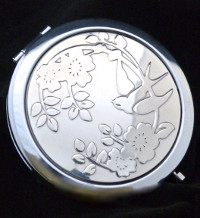 Visit VANROE for new British compact mirrors